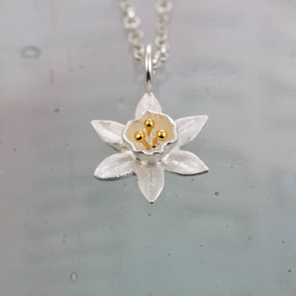 christin ranger small silver daffodil flower pendant with gold plated stamens