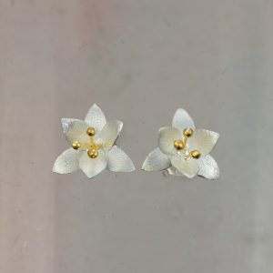 christin ranger small silver orange blossom stud earrings with gold plated stamens